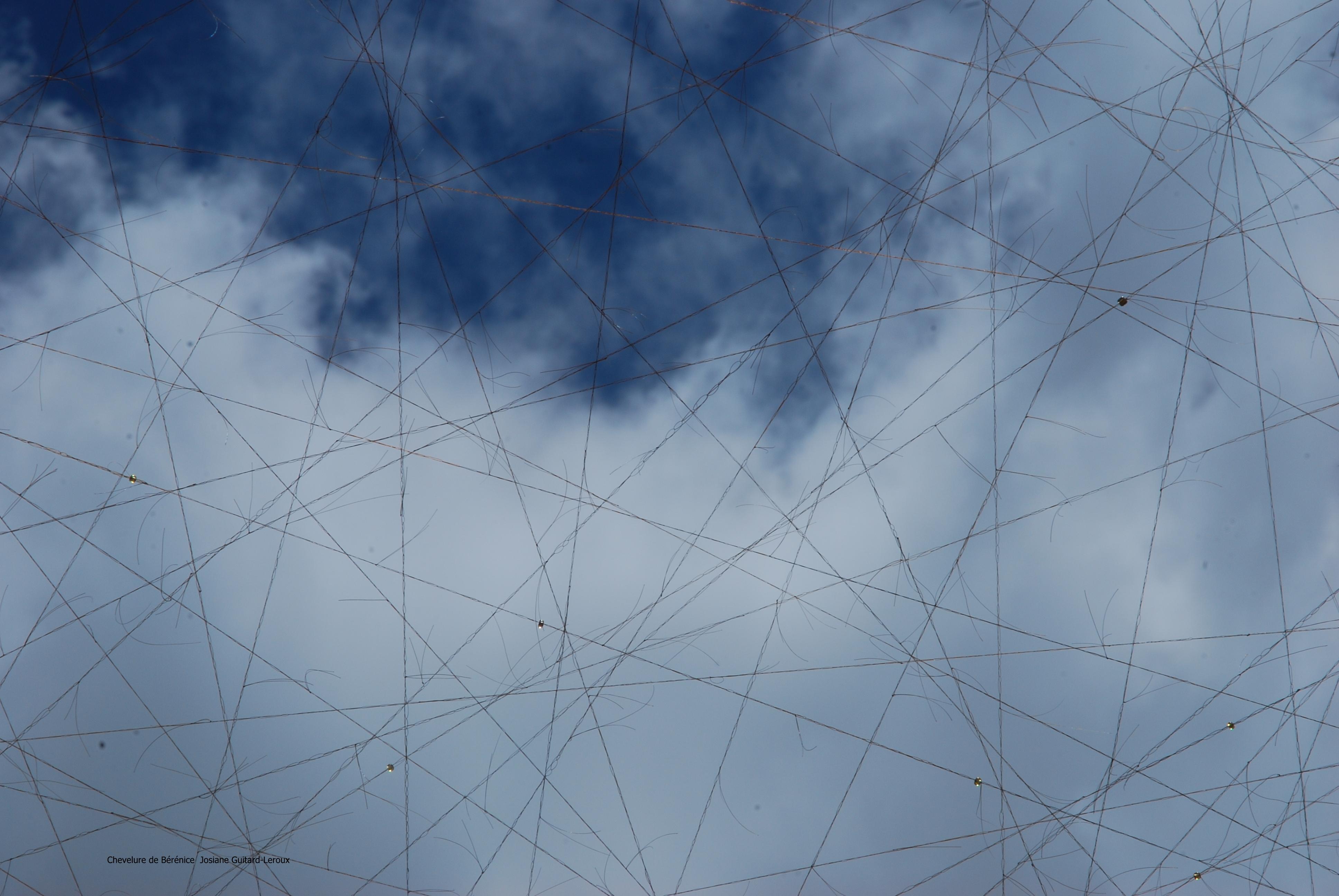 Chevelure de Bérénice vue de dessous sur nuages